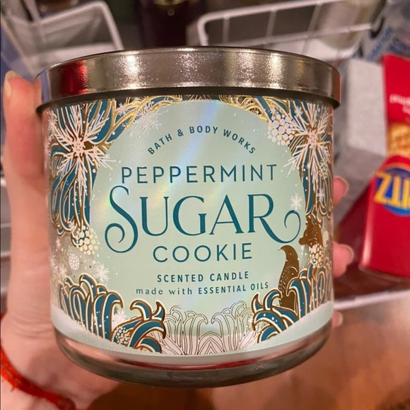 bath and body works candle in peppermint cookie